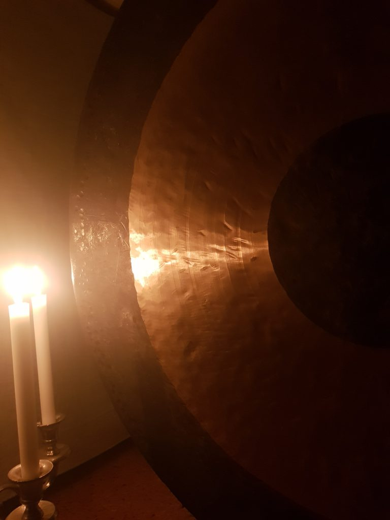 Gong candles